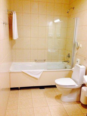 Amberton Hotel: Bathroom