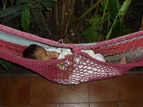 Comedor Mary & Hotel: Proprietor's little one, napping outside our door