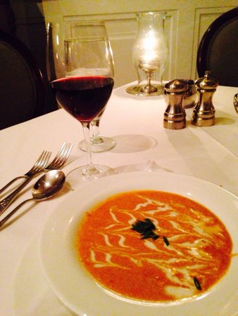 Cliff House Hotel Dining Room: Lobster Bisque is a must!