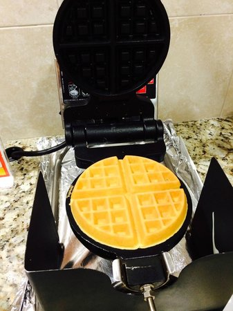 La Quinta Inn & Suites Manchester : nothing better than a waffle