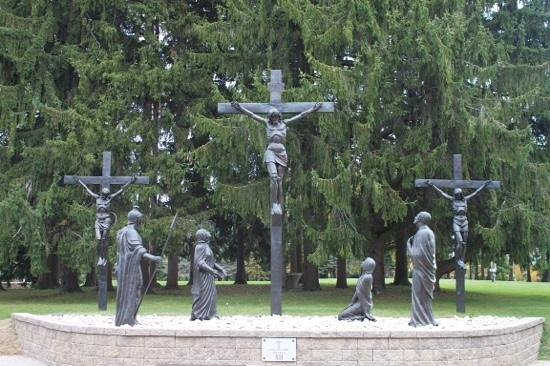 Stockbridge, MA: Stations of the cross
