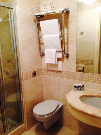 PK Riga Hotel : Bathroom with towel warmer