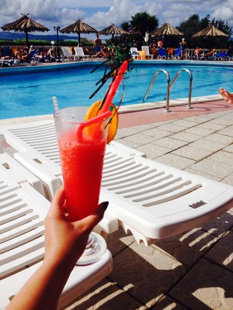 Lorenzo Hotel: Happy hour by the pool