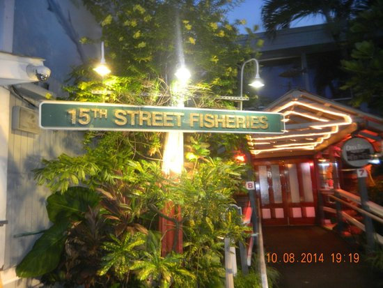 15th Street Fisheries : Street sign to restaurant