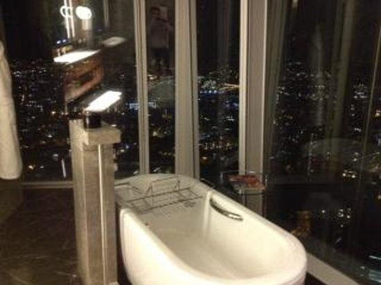 Superior room picture of shangri la hotel at the shard for Shangri la bathroom