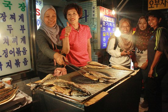 Grilled Fish Street in Dongdaemun Market: The owner was really friendly and let us took photos with her n the grill fish after our hearty