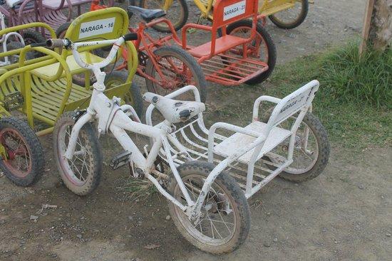 Puerto Princesa City Baywalk Park: Любовь к трициклам прививается с детства