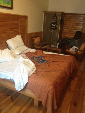 8 Auspicious Him View Hotel: First class room. Clean and comfortable rooms.