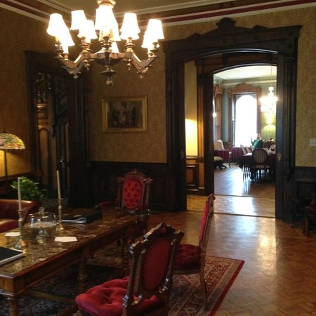 Batcheller Mansion Inn: Amazing furniture and wood work