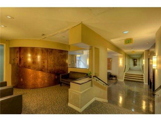 Elektra Condominiums: Elektra Lobby