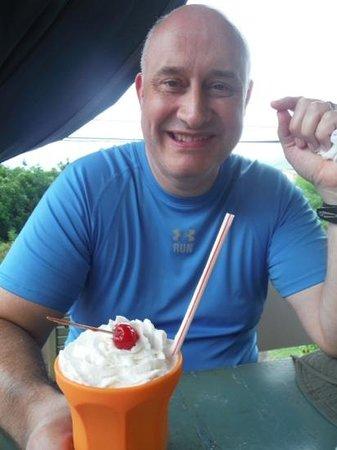 Le Papillion Cafe Grenada: honey with yummilicious milkshake...