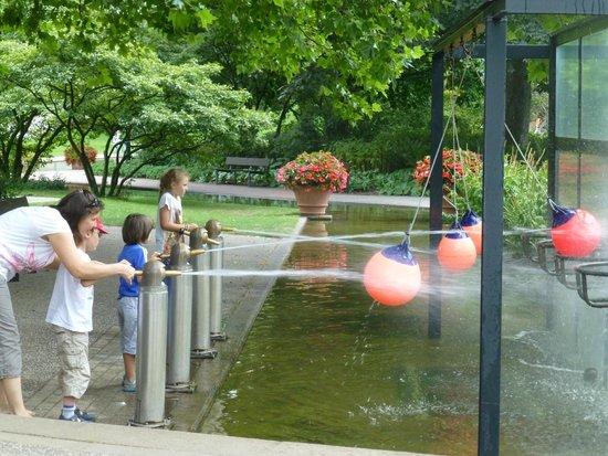 Planten un Blomen: 水鉄砲で遊べる