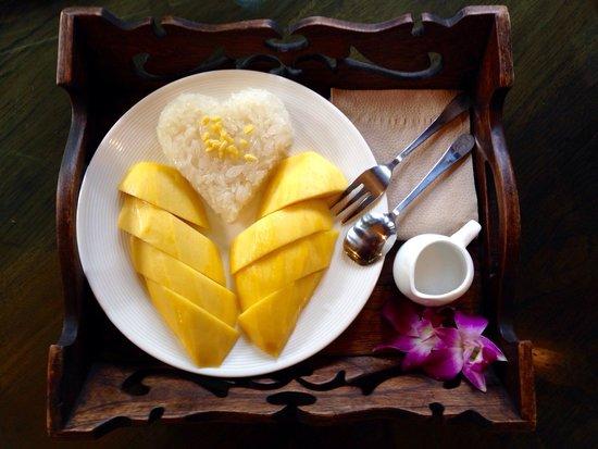 Tanita Coffee House: Sticky rice with mango. It was deeeeelicious!!