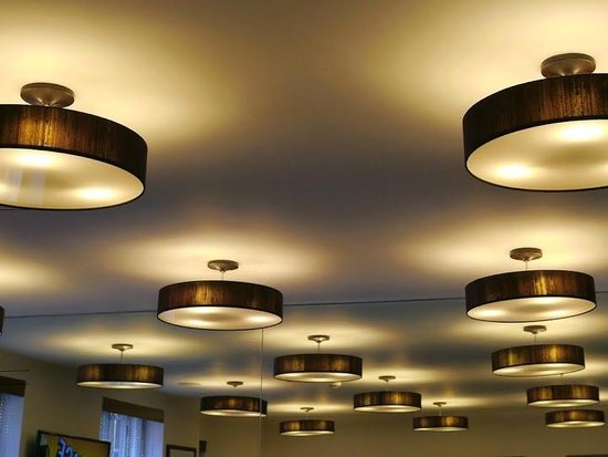 Seraphine London Kensington Gardens: Crazy light sources in the breakfast room