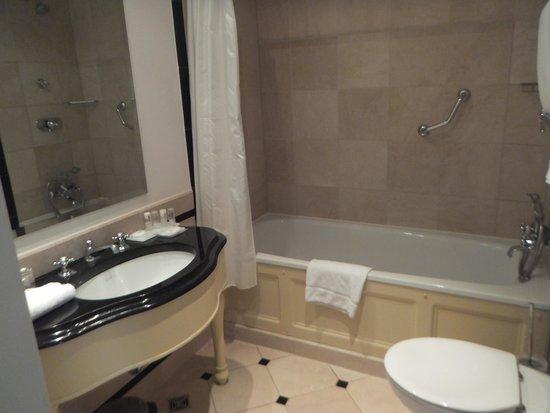Le Meridien Parkhotel Frankfurt : バスルーム