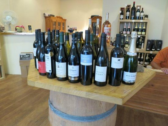 Vins & Vinos: The 15 bottles of wines chosen by the owner.