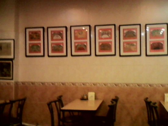 Quik Snack Restaurant: I love the art in this place. Again, cafe feel.
