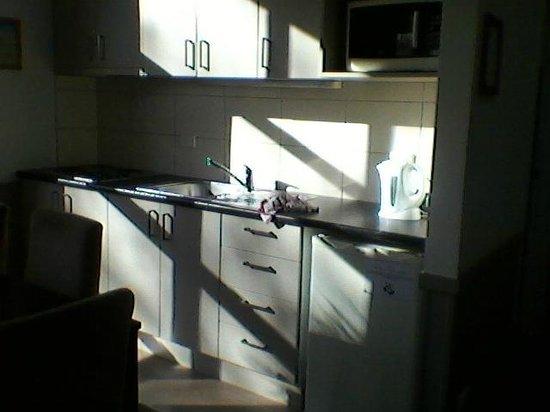Queenstown TOP 10 Holiday Park : kitchen area