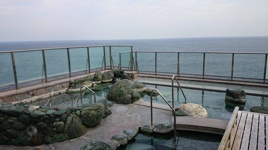 Hamanoyu : 屋上露天風呂から見た太平洋