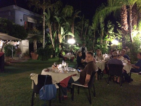 Hotel Villamare: Dinner time