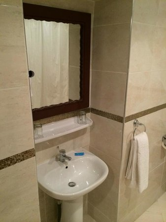 Kenzi Azghor: Baño