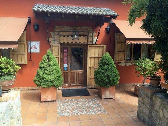 Horno de Salvador: Entrada al restaurante