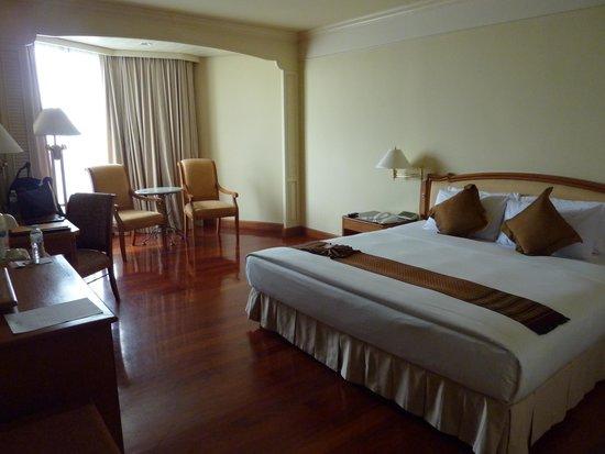 Montien Riverside Hotel : Beautiful large rooms.
