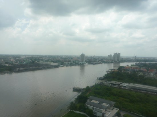 Montien Riverside Hotel : View of the river from the room.