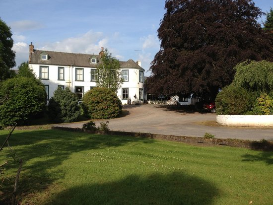 The Manor Country House Hotel: Large Car Park