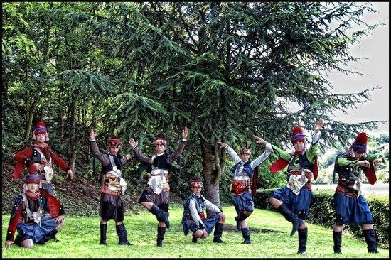 Sagra del Mandorlo in Fiore : Anatolian Folk Dance