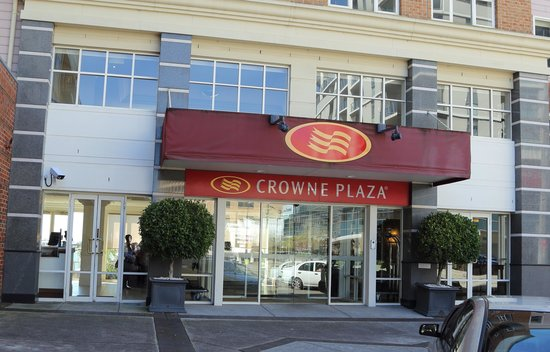 Rydges Newcastle: Crown Plaza Hotel Entrance