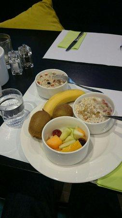 Van der Valk Hotel Maastricht : Healthy superfood breakfast!