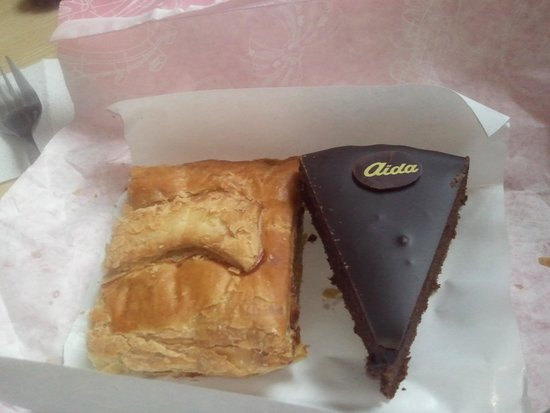Cafe-Konditorei Aida: Pastel de manzana y tarta sacher