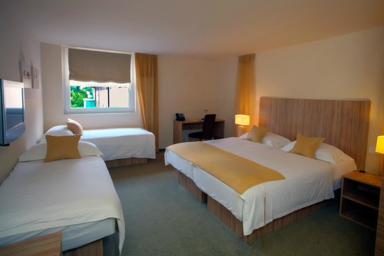 Ambient hotel Domzale: Comfort Double room with 2 extra beds