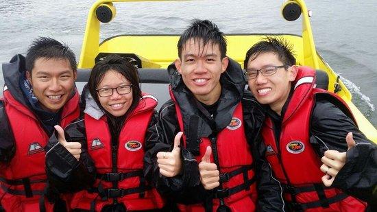 Kawarau Jet Rotorua: Bumpy ride made us wet! Woohooo!