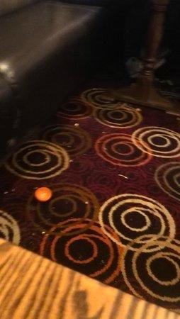 Waters Edge - Hungry Horse: Very nasty floor