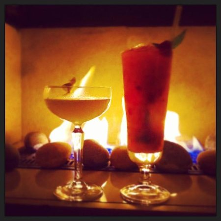 Tigerlily Hotel: hot drinks in the black room