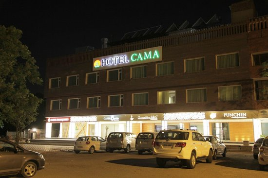 Hotel Cama: Front side.