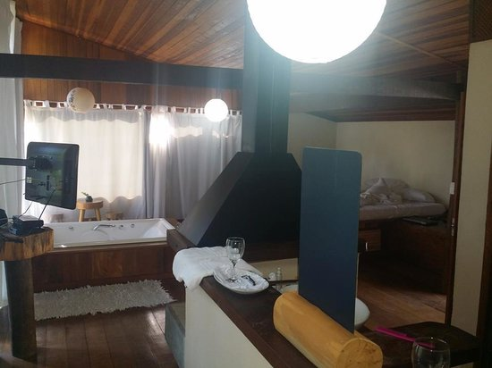 Hotel Warabi: Quarto casa'água