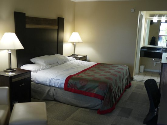 Days Inn Wilmington: Comfortable king-sized bed