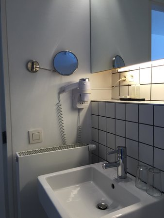 Esperance: Sink and hair dryer