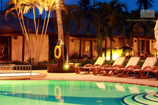 Centra Coconut Beach Resort Samui: มุมมองจากร้านอาหารยามค่ำ