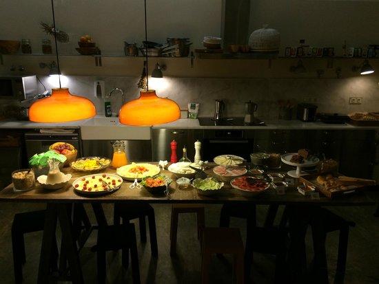 A Casa das Janelas com Vista: Breakfast buffet