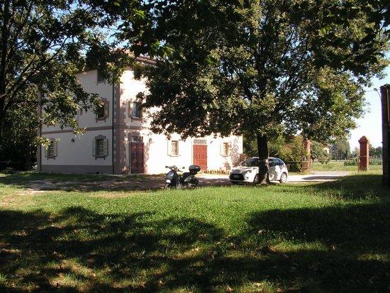 Casa morandi bologna interno giardino picture of casa - Giardino interno casa ...