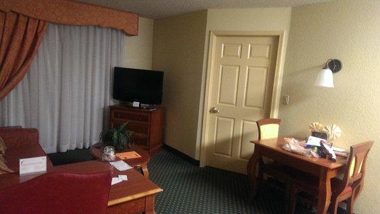 Residence Inn Joplin: Living Area