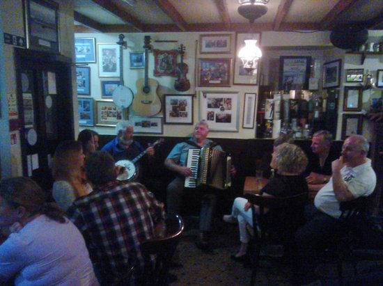 Port Charlotte Hotel: Music in the Bar