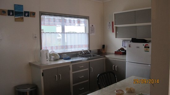 Tairua Shores Motel: the very adequately stocked self contained kitchen