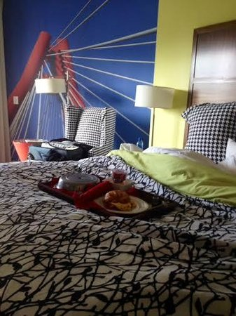 Hotel Indigo Columbus Downtown : Our room, bright and fun!