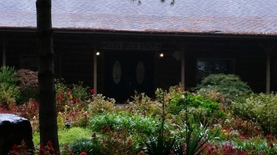 Hidden Brook Winery: Landscaping