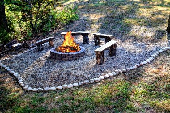 Elk Springs Resort: Outdoor Firepit
